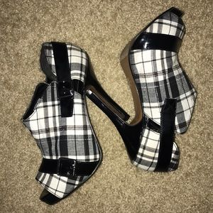 Shoes - Checkered Women Shoes